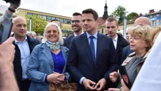 Chrzanów. Tłumy ludzi przyszły na spotkanie z Rafałem Trzaskowskim. Byli też zwolennicy PiS i gorąca atmosfera [ZDJĘCIA]