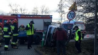 Dwa pojazdy zderzyły się na starej drodze wojewódzkiej w Bobrku – ZDJĘCIA!