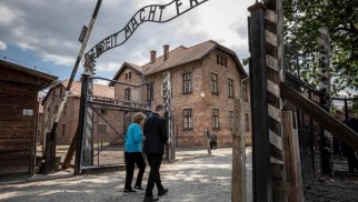 Katolicki kardynał i Żydówka w Miejscu Pamięci Auschwitz