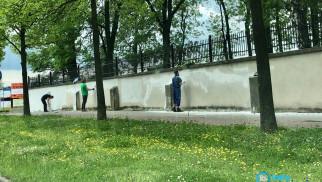 Kiedyś namalowali swastyki, teraz odmalowali mur cmentarza żydowskiego – FOTO