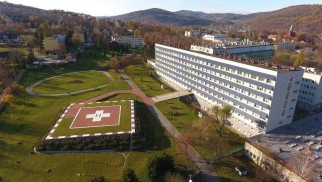 Koronawirus. Zamknięte oddziały szpitalne w Suchej Beskidzkiej i Wadowicach. Dobre wieści płyną spod Giewontu