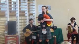 """Niezwykła lekcja muzyki z Celtic Trio  w Kęckiej """"Trójce"""""""