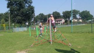 Nowe urządzenia na placu zabaw w Skidziniu - InfoBrzeszcze.pl