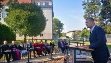 Odsłonięcie pomnika rotmistrza Witolda Pileckiego w PWSZ w Oświęcimiu