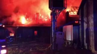 Ogromny pożar w zakładzie obuwniczym w Izdebniku [ZDJĘCIA]