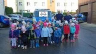 Oświęcim. Przedszkolaki z Głębowic zapoznawały się z policyjną służbą,  zasadami bezpieczeństwa oraz dzielnicowym