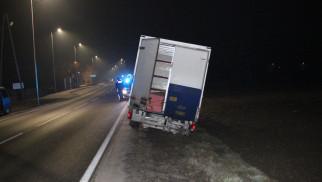 Pijany kierowca dostawczaka wypadł z jezdni