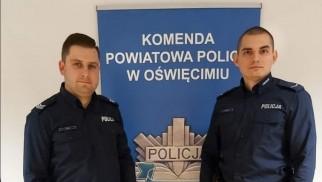 Policjanci wynieśli mężczyznę z zadymionego mieszkania