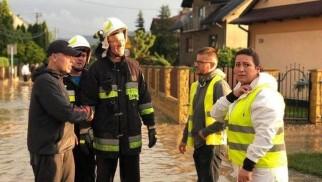 Powódź błyskawiczna w Małopolsce. Nocne działania strażaków