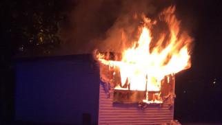 Pożar budynku w Brzeszczach. Spłonęła lodziarnia – ZDJĘCIA!