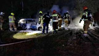 Strażacy z dwóch powiatów, gaszą pożar kilku samochodów w gminie Zator – ZDJĘCIA!