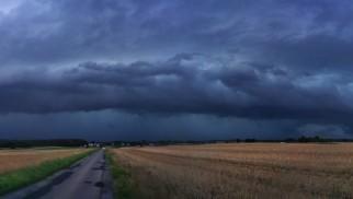 UWAGA ! Ostrzeżenie przed bardzo silnymi burzami dla naszego regionu