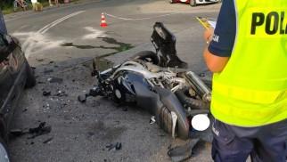 Wymusił pierwszeństwo. Motocyklista w ciężkim stanie – FILM, FOTO