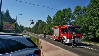 Wypadek w Bulowicach. Na miejscu wylądował śmigłowiec LPR. Osoby uwięzione w samochodzie – ZDJĘCIA, FILM!