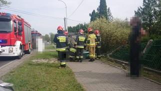 Wypadek w Chełmku, jeden z pojazdów dachował. Droga zablokowana – ZDJĘCIA !