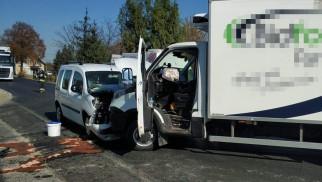 Wypadek w Nowej Wsi. Samochód osobowy zderzył się z samochodem dostawczym. ZDJĘCIA!