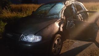 Wypadł z drogi w Przeciszowie. Jedna osoba poważnie ranna