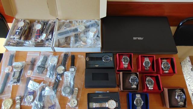 20-latek handlował w sieci zegarkami z podrobionymi znakami towarowymi – ZDJĘCIA!
