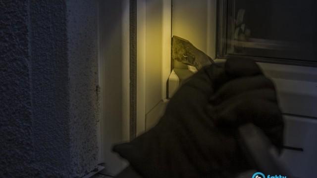 20-letni włamywacze okradli dom z alkoholu i biżuterii