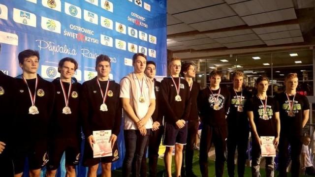 31 medali dla pływaków z SMS Oświęcim
