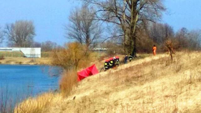 Akcja strażaków na Krukach. Odnaleziono ciało 80-letniego mężczyzny. ZDJĘCIA!