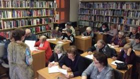 Aktywni seniorzy w bibliotece