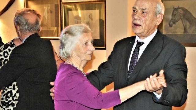 Andrzejki dla seniorów z Oświęcimia w tanecznych rytmach. Pokazali, że świetnie można bawić się w każdym wieku