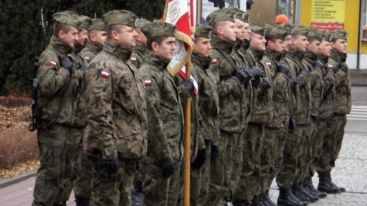 Armia upomina się o kadry