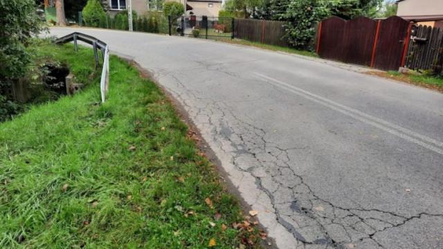 Asfaltowanie ulicy Grojeckiej w Zaborzu. 6 listopada wieczorem odcinek drogi będzie nieprzejezdny