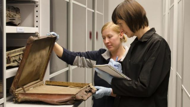 AUSCHWITZ. Historyczne walizy w specjalistycznych magazynach