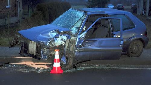 BABICE. Czołówka na Śląskiej. Kierowca zasnął za kierownicą? – ZOBACZ ZDJĘCIA