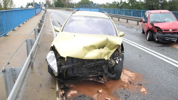 BABICE. Na łuku drogi straciła panowanie nad pojazdem. Poszkodowane małe dzieci