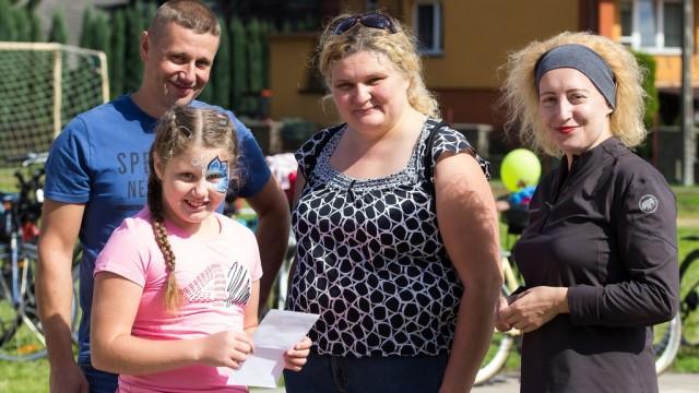 Bawili się i pomagali małej Lence – FILM, FOTO