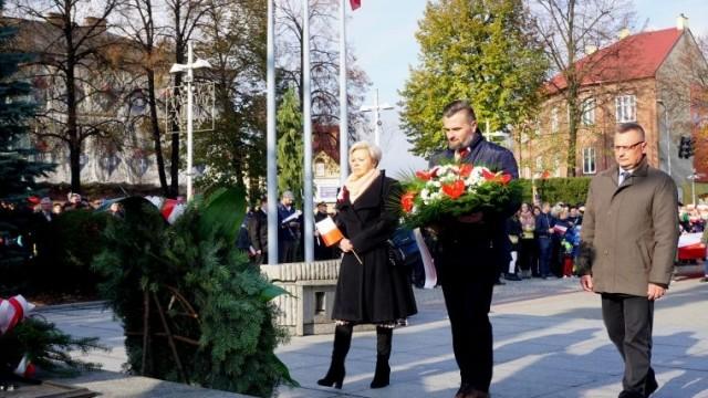 Biało-czerwony korowód w 101. rocznicę odzyskania przez Polskę niepodległości