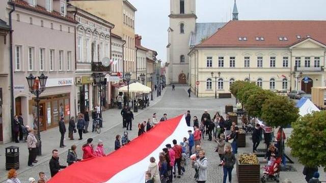 Biało-czerwony marsz w Oświęcimiu w rocznicę uchwalenia Konstytucji 3 maja