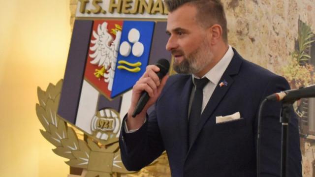 """""""Biało-fioletowy"""" jubileusz. Hejnał Kęty świętuje 100-lecie powstania i ogłasza Jedenastkę Stulecia"""