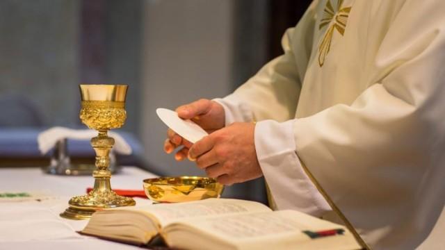 Biskupi znoszą dyspensę od obowiązku uczestnictwa w niedzielnej Mszy Świętej - InfoBrzeszcze.pl