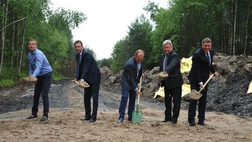 BOBREK. Samorządowcy wbili łopaty, budowlańcy zrobią resztę