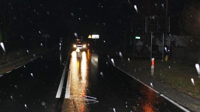 BRZESZCZE - GRABOSZYCE. Złe warunki na drodze i kolizje gotowe