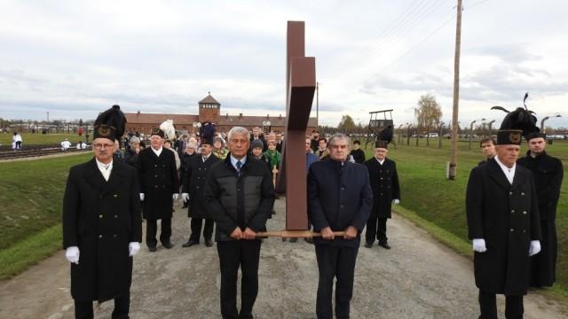 BRZEZINKA. Droga Krzyżowa za ofiary obozów i gułagów
