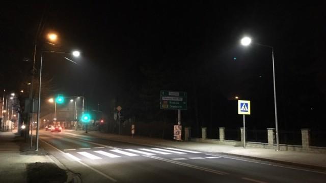 BULOWICE - KĘTY. Doświetlono przejścia dla pieszych na DK 52. Będzie bezpieczniej?