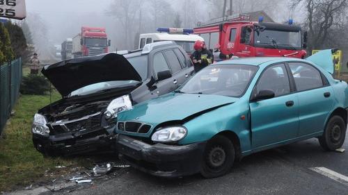 BULOWICE. Zderzenie trzech aut. DK 52 zablokowana - ZOBACZ ZDJĘCIA