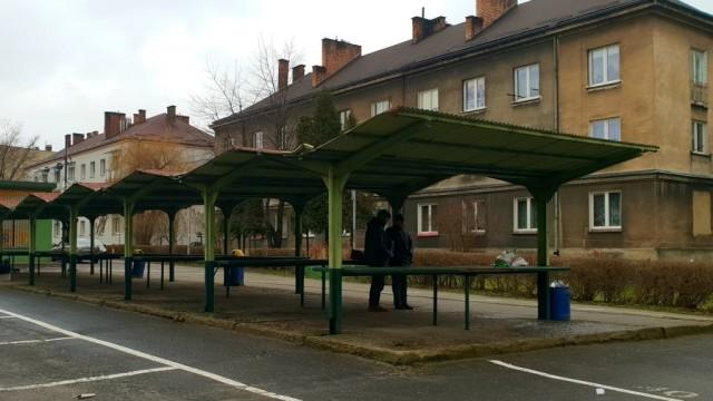 Burmistrz Radosław Szot zabiera głos w sprawie wiat na Placu Targowym - InfoBrzeszcze.pl