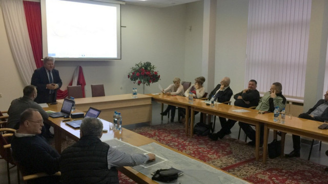 CHEŁMEK. Burmistrz Chełmka zaprezentował warianty przebiegu obwodnicy