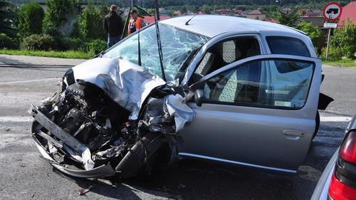 CHEŁMEK. Jedna osoba ranna w zderzeniu trzech samochodów – ZOBACZ ZDJĘCIA