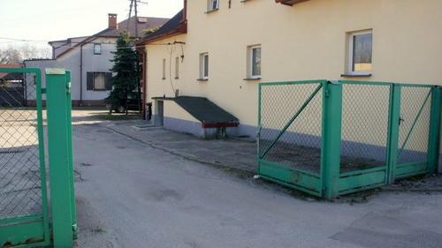 CHEŁMEK. Nowa brama wjazdowa oraz monitoring na komisariacie