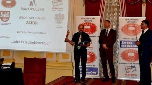 CHELMEK - ZATOR. Nasze gminy docenione w dziedzinie sportu i przedsiębiorczości