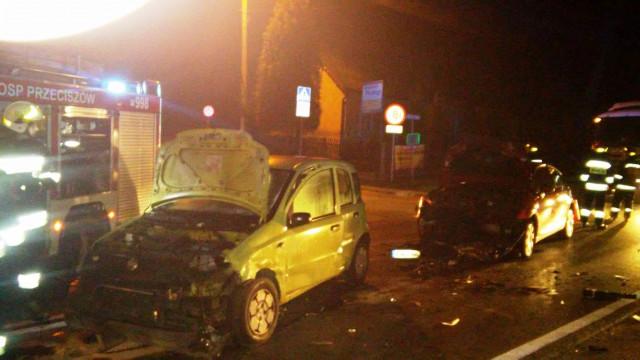 Czołowe zderzenie dwóch samochodów osobowych w Przeciszowie. ZDJĘCIA !