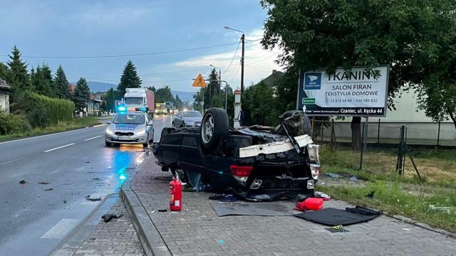 Dachowanie BMW. Za kierownicą młody mieszkaniec gminy Kęty – ZDJĘCIA!