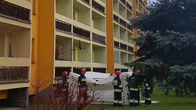 Desperat chciał skoczyć z balkonu na 9 piętrze. ZDJĘCIA, FILM!